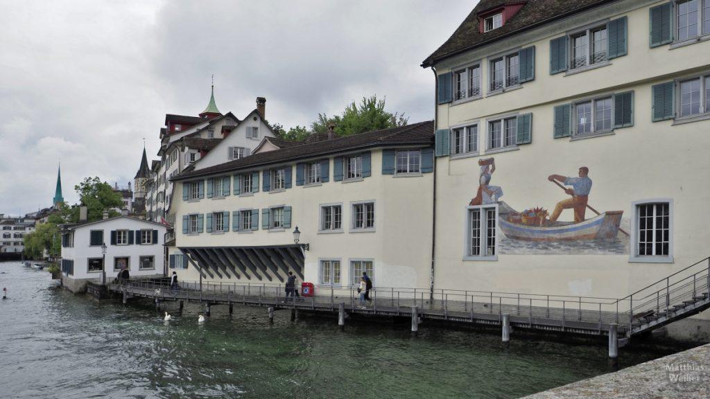 Haus mit Kahn-Malerei an der Limmat in Zürich