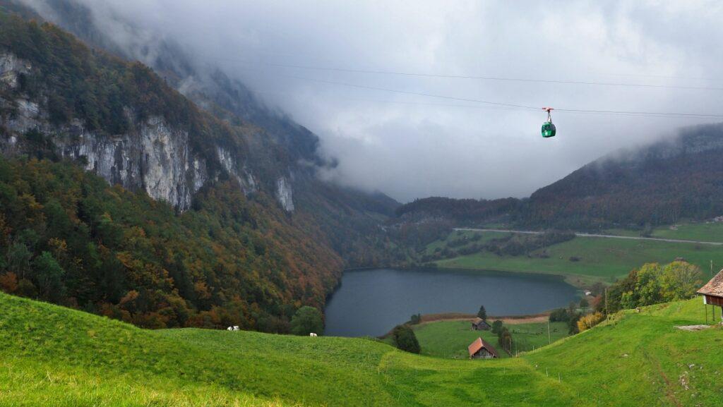 See von Seelisberg mit überhängenden Bergbahnkabine