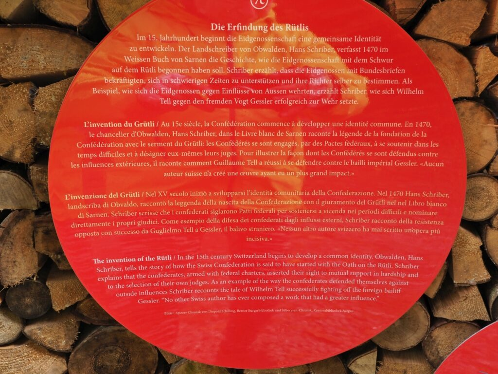 Viersprachige runde Infotafel zum Rütli
