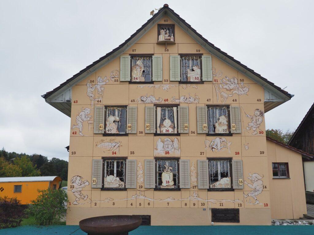 Max&Moritz-Motive auf Restauranthaus in Buchenegg