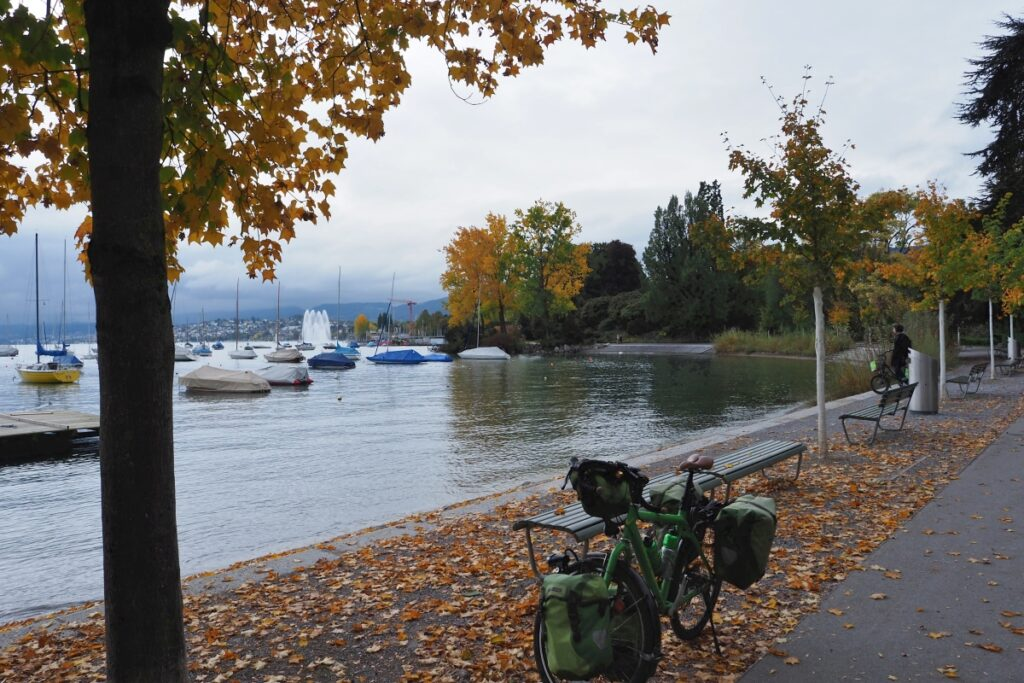 Velo mit Herbstlab am Seeufer Zürich