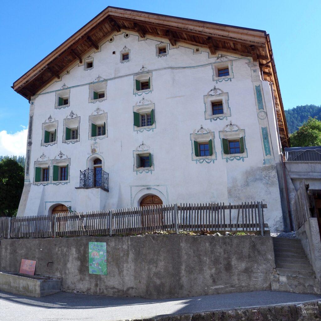 Engadinerhaus, weiß/grün, Filisur