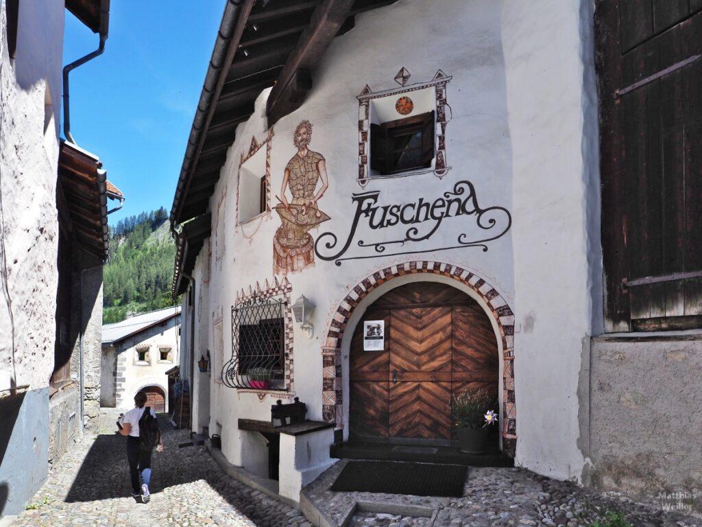 Engadinerhaus, Haus Fuschena, mit Kochmotiv, Bergün