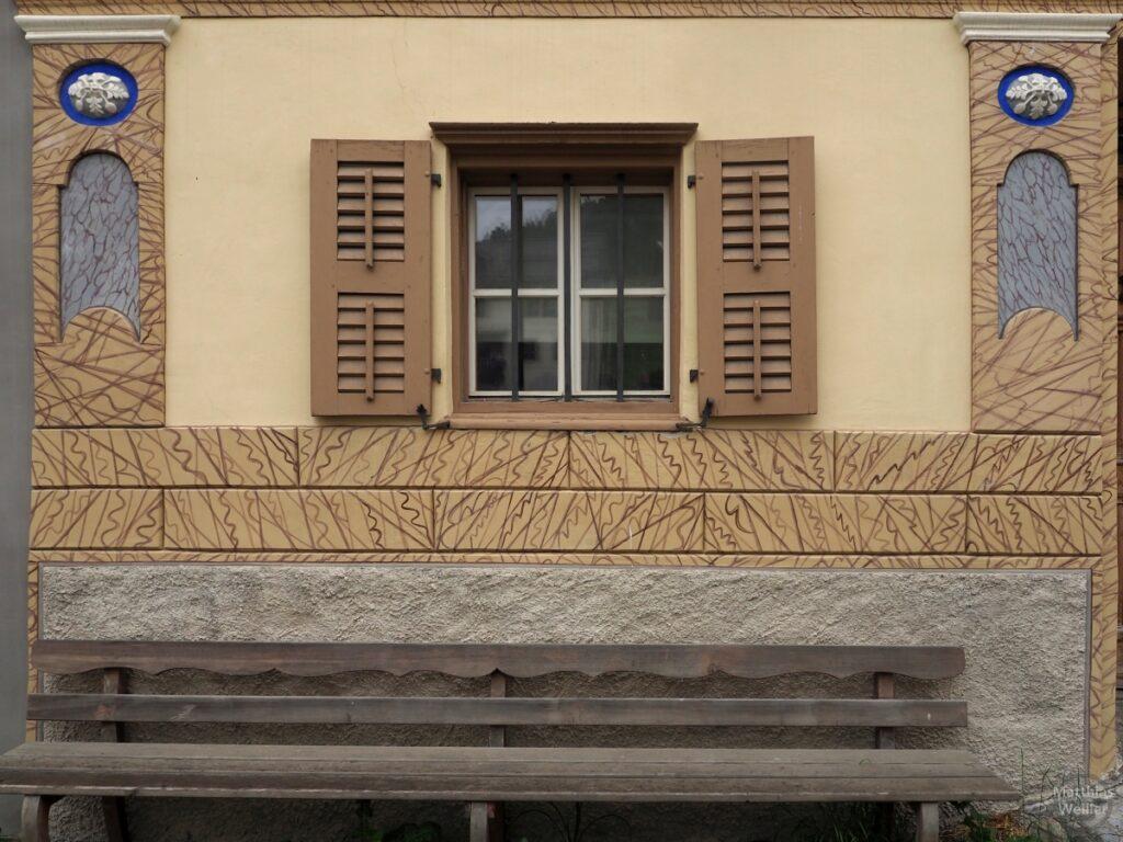 Engadinerhaus, Fesnter mit Bank, Ardez