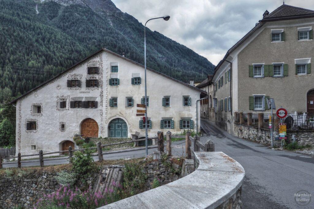 Engadinerhaus, zwei Fassadenseiten, Lavin