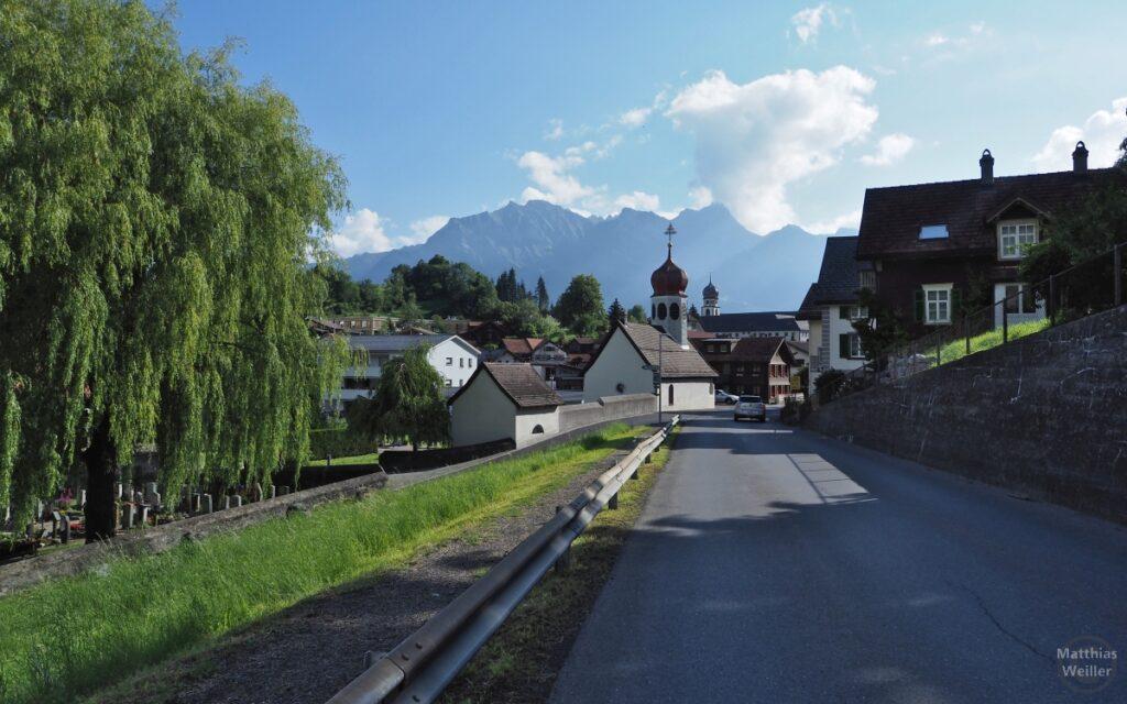 Pfäfers mit Kapelle und Kloster im Hintergrund