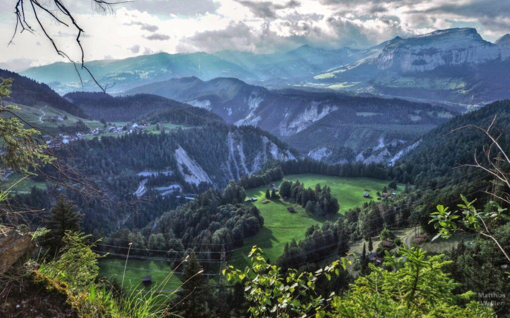 Blick auf Flimser Bergsturz und Versam