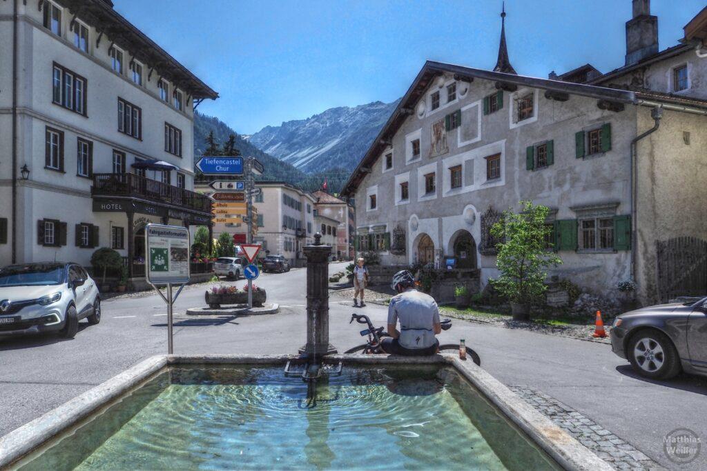 Brunne mit Dorfblick auf Bergün