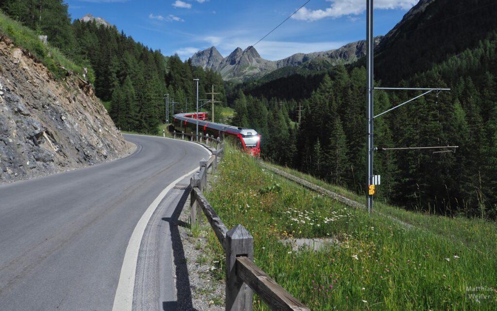 Albulabahn, mit Kegelbergen, Straße
