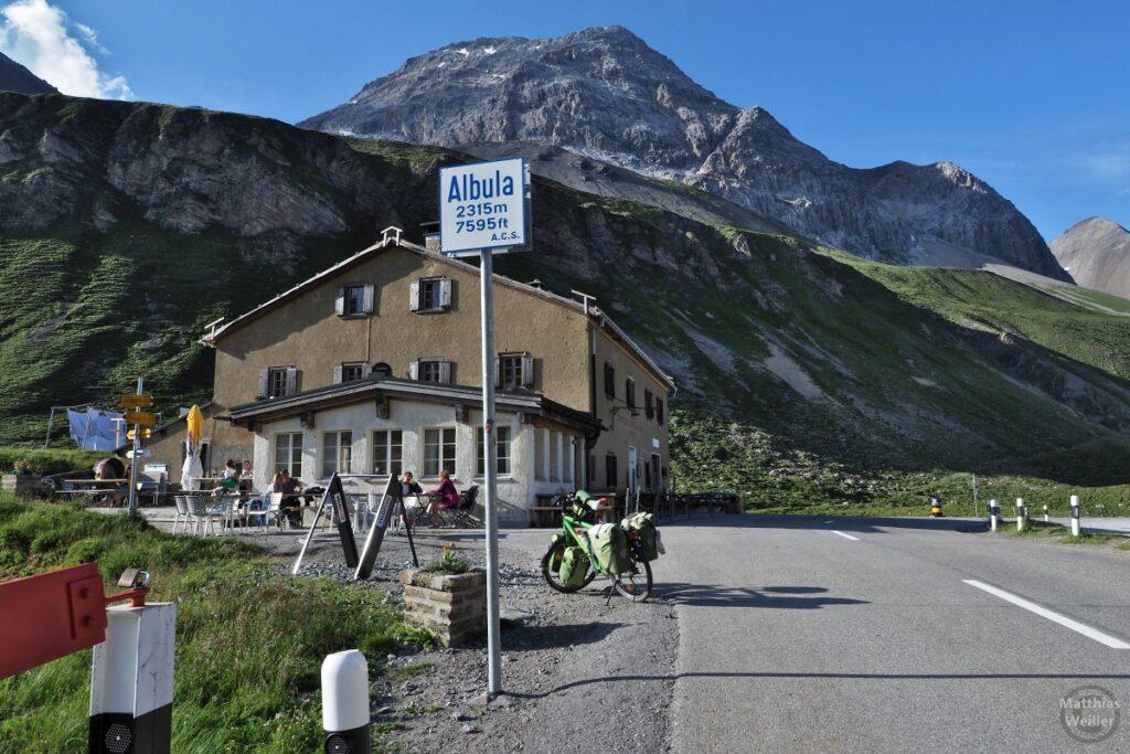 Albula-Passhöe mit Hospiz und Reisevelo