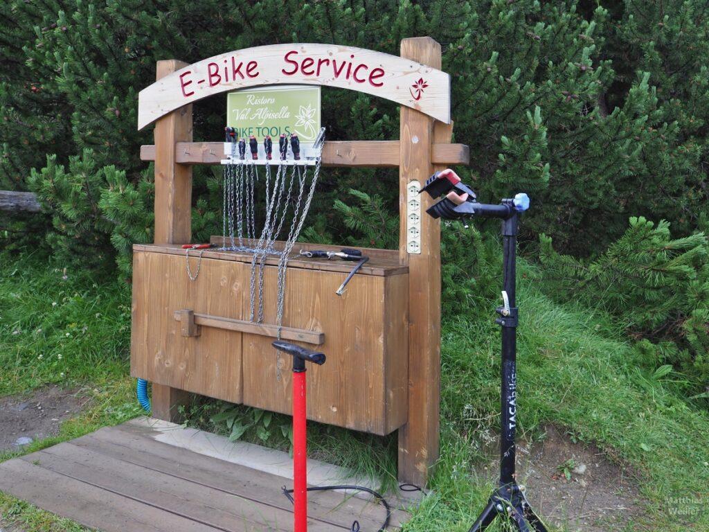 Velo-Reparaturstation mit E-Bike-Service