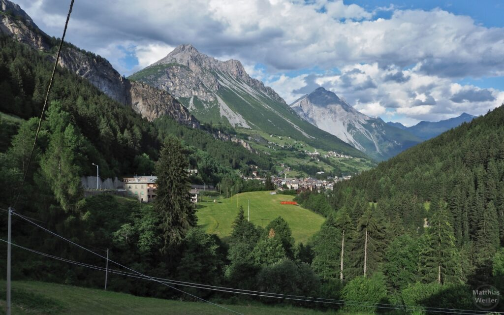 Bergtal mit Valdidentro und Bergwelt Nationalpark Stilfserjoch