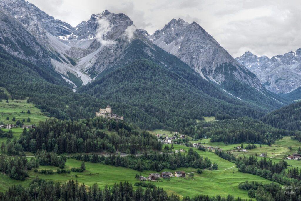 Inntal mit Gipfelbergen und Schloss Tarasp