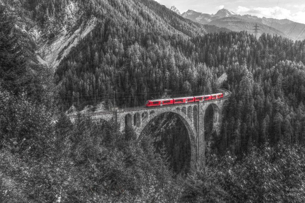 Wiesner Viadukt mit Bahn, entsättigt, Bahn rot