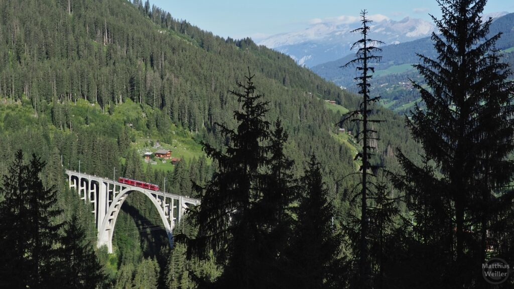 Langwieser Viadukt mit Bähnli (rot)
