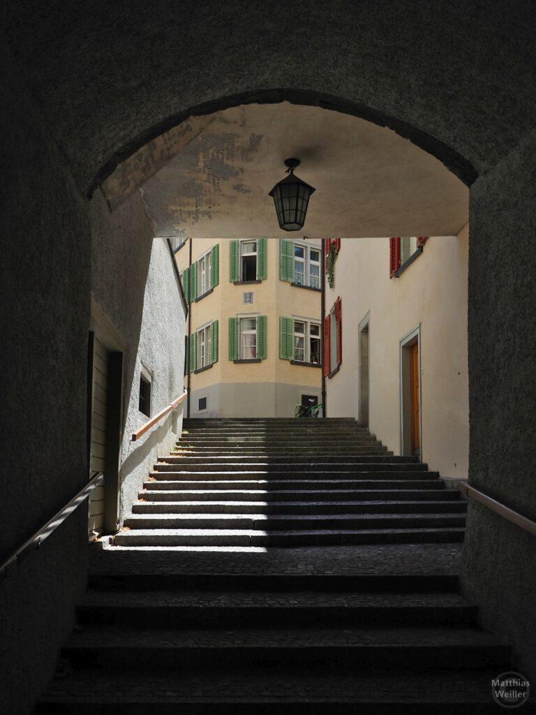 Treppendurchgang mit Laterne