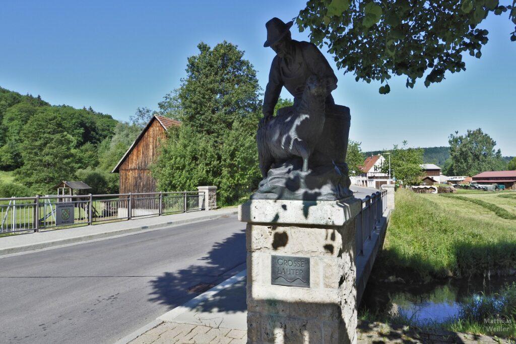 Skulptur mit Schäfer und Schaf bei Schoren auf Brücke über Lauter