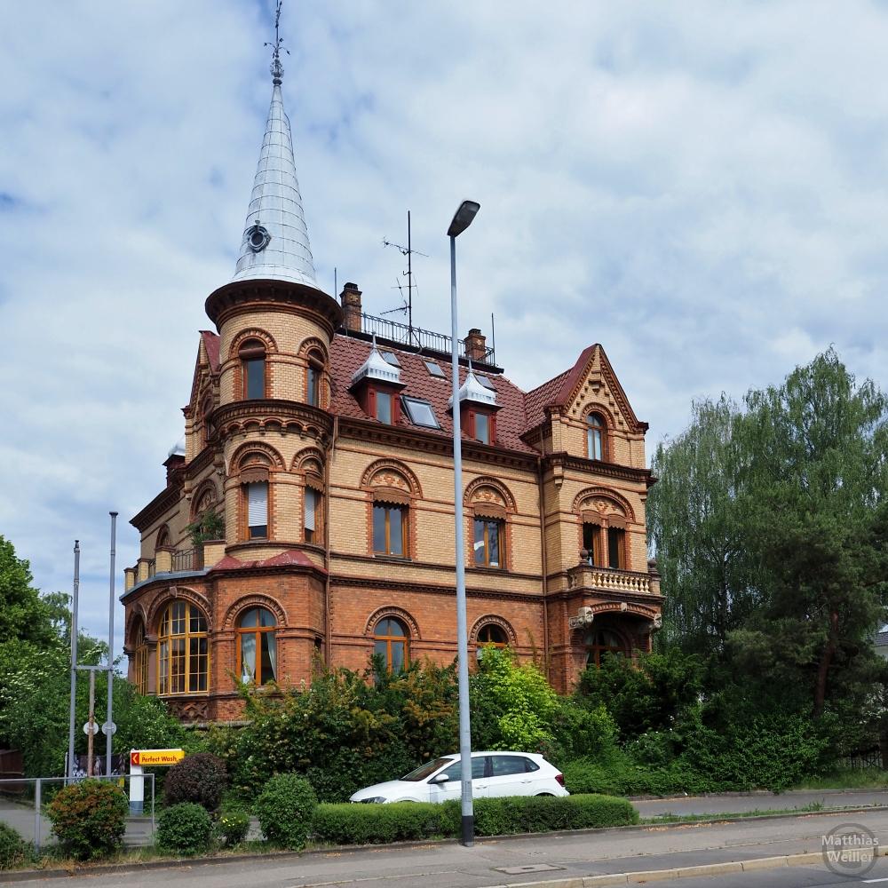 Türmchenhaus mit Ocker-Klinker