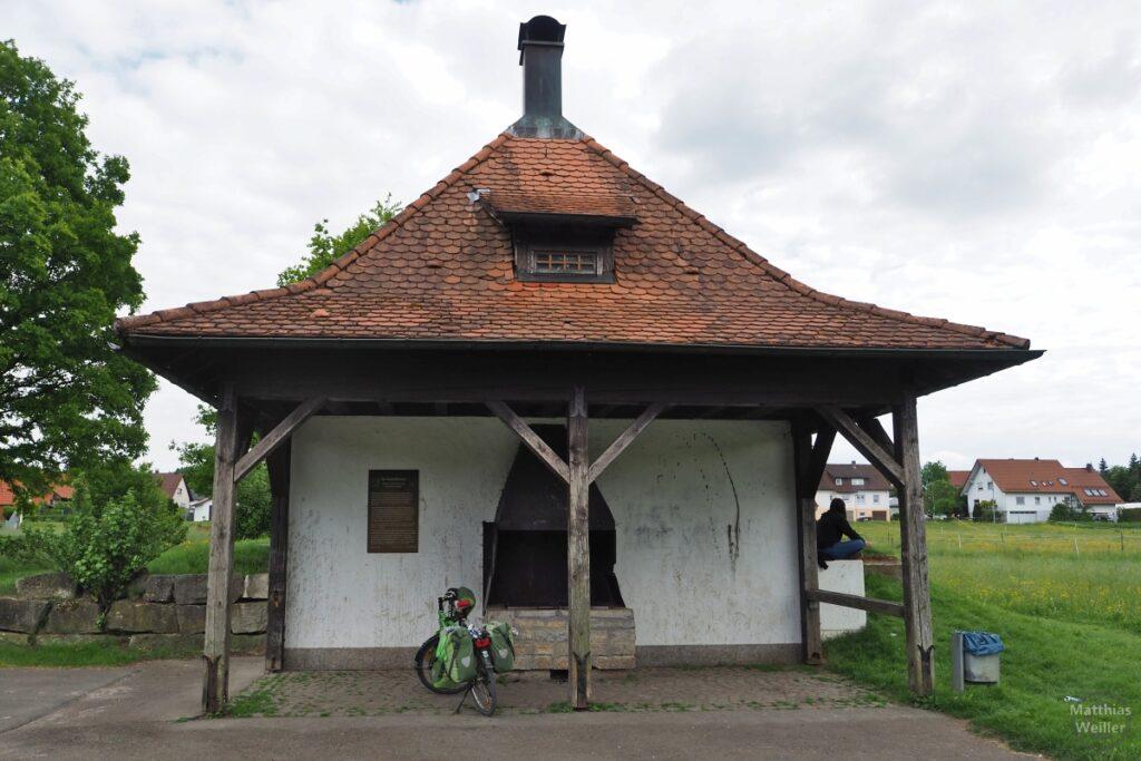 Saraisenbrunnen Würtingen mit Reisevelo