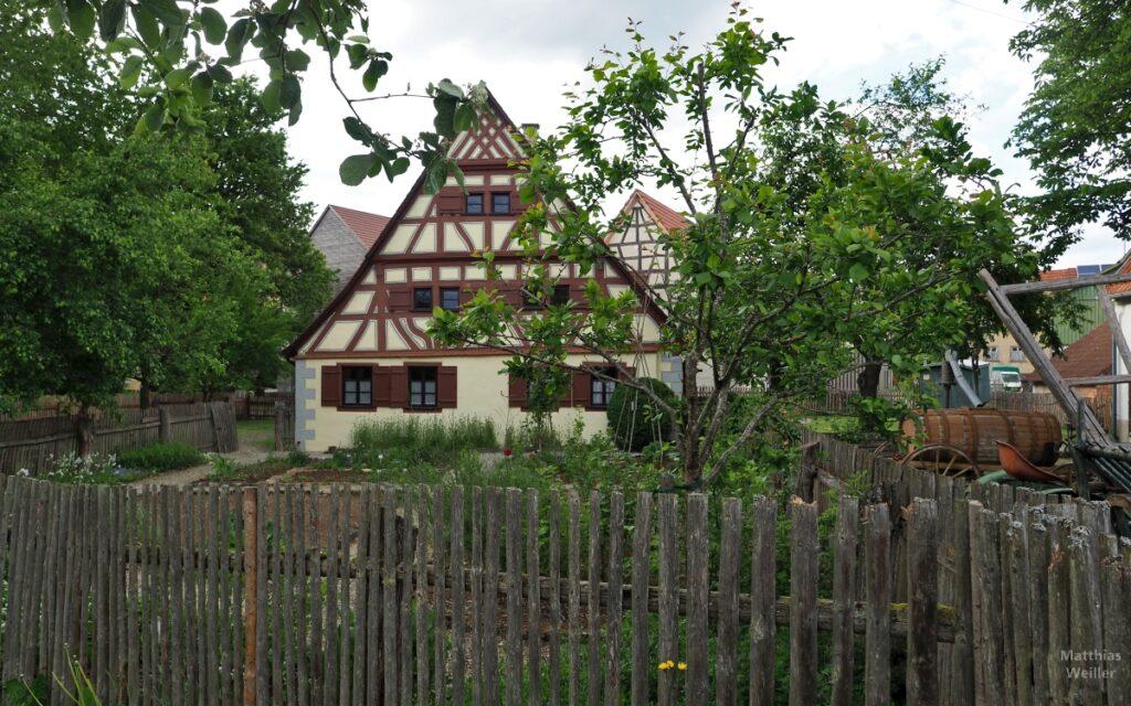 Fachwerkhaus Ödenwaldstetten hinter Gatterzaun (Bauernhausmuseum)
