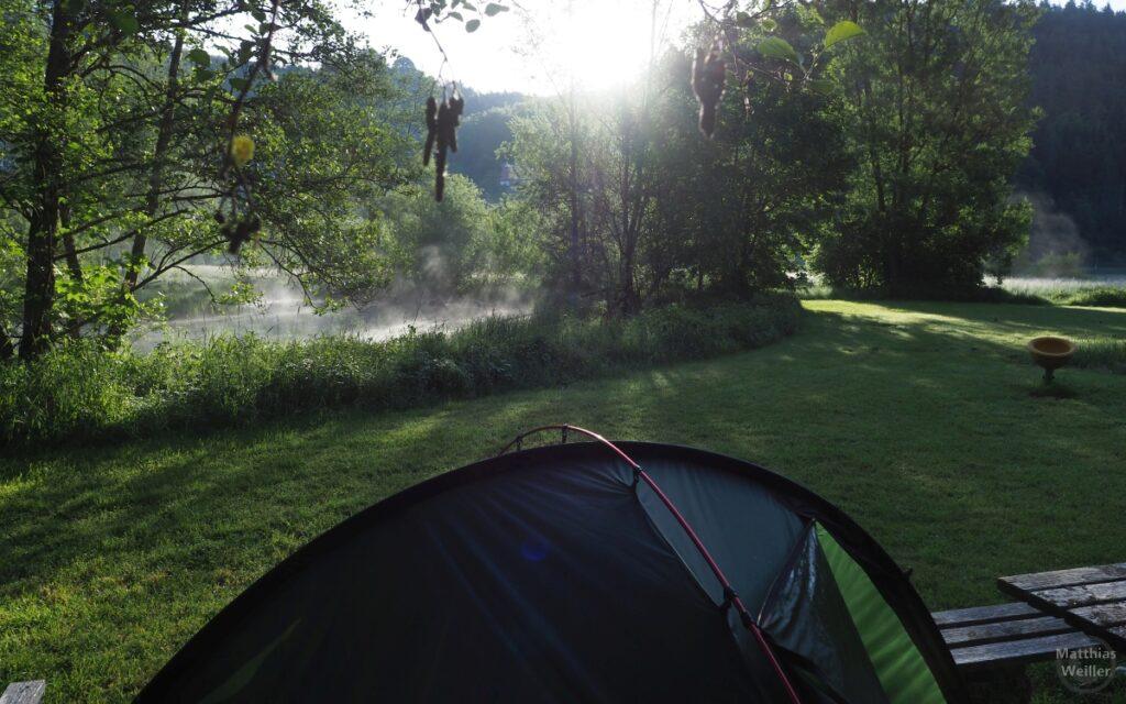 Nebenarm der Lauter mit Nebel hinter Zeltkuppe