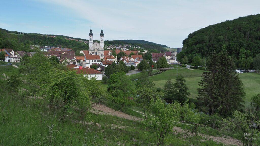 Blick auf Zweifalten mit Doppelturm-Klosterkirche