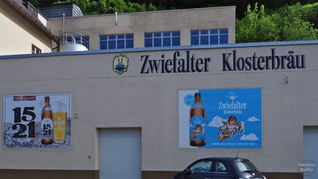 """Front der Brauerei """"Zwiefalter Klosterbräu"""" mit Produktwerbebildern"""