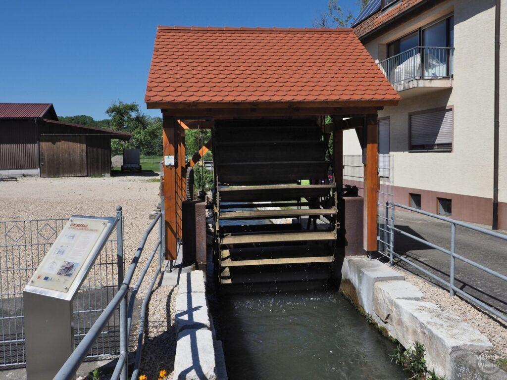 Wasserrad der ehemaligen Engelbrauerei, mit Ziegeldach