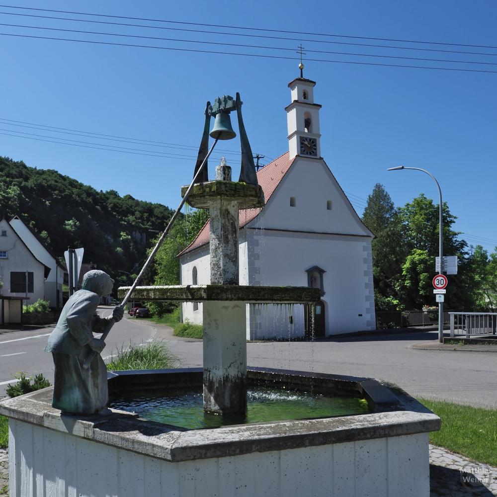 Glöcknerbrunnen vor Kapelle