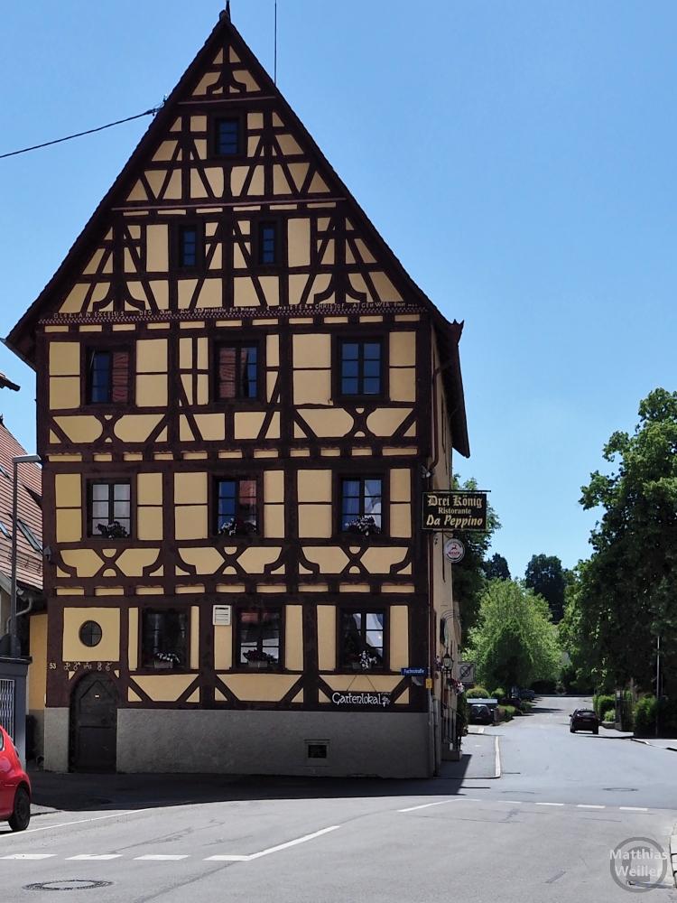 """Spitzgiebelfachwerkhaus, goldgelb """"Drei König - Ristorante - Da Peppino"""""""