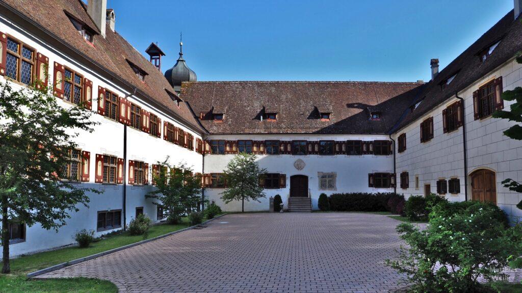 Kloster Inzigkofen, symmetrische Innenhofsicht