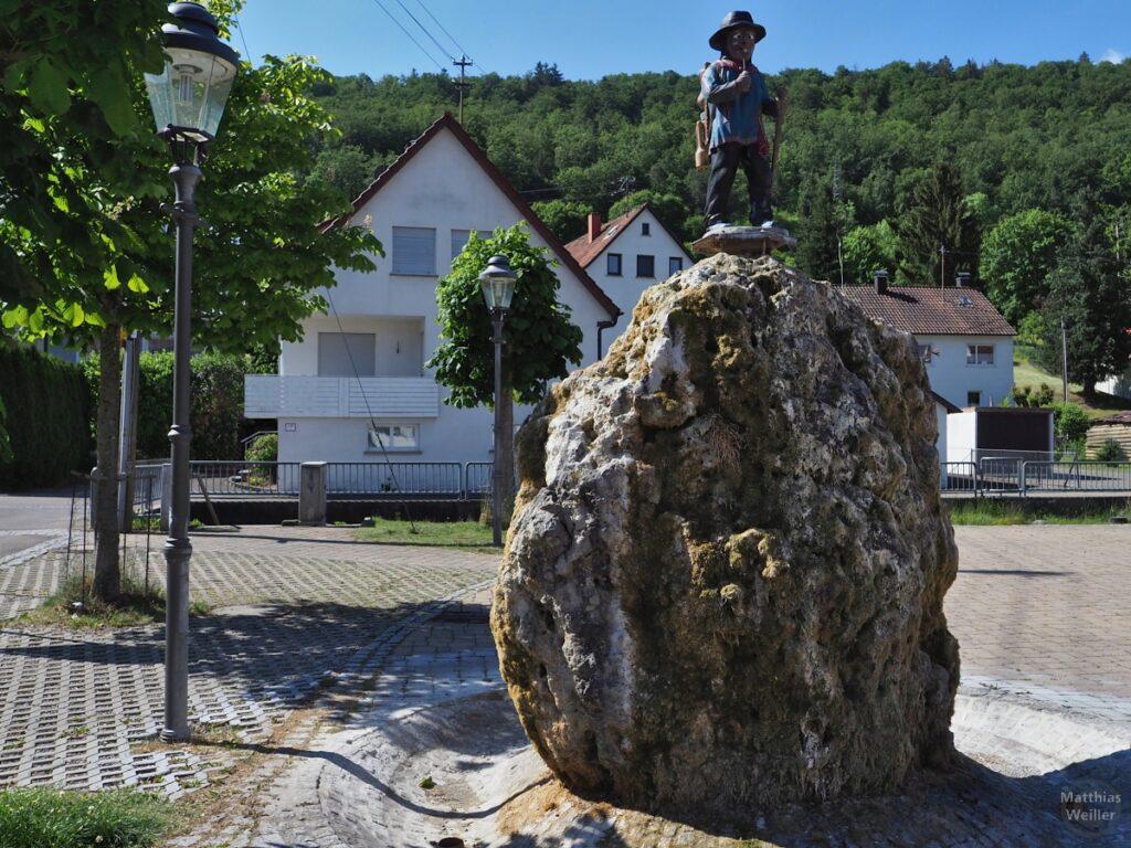 Wanderskulptur auf Brunnenfels in Burladingen