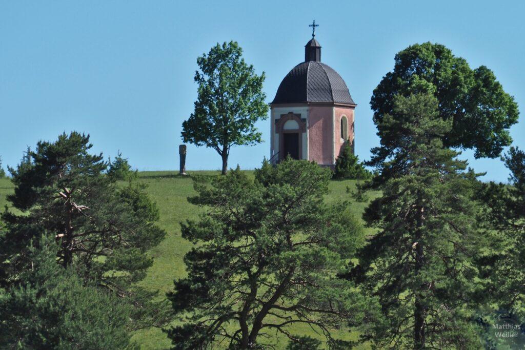 Rosafarbene Kapelle Alter Berg mit Heidekiefern