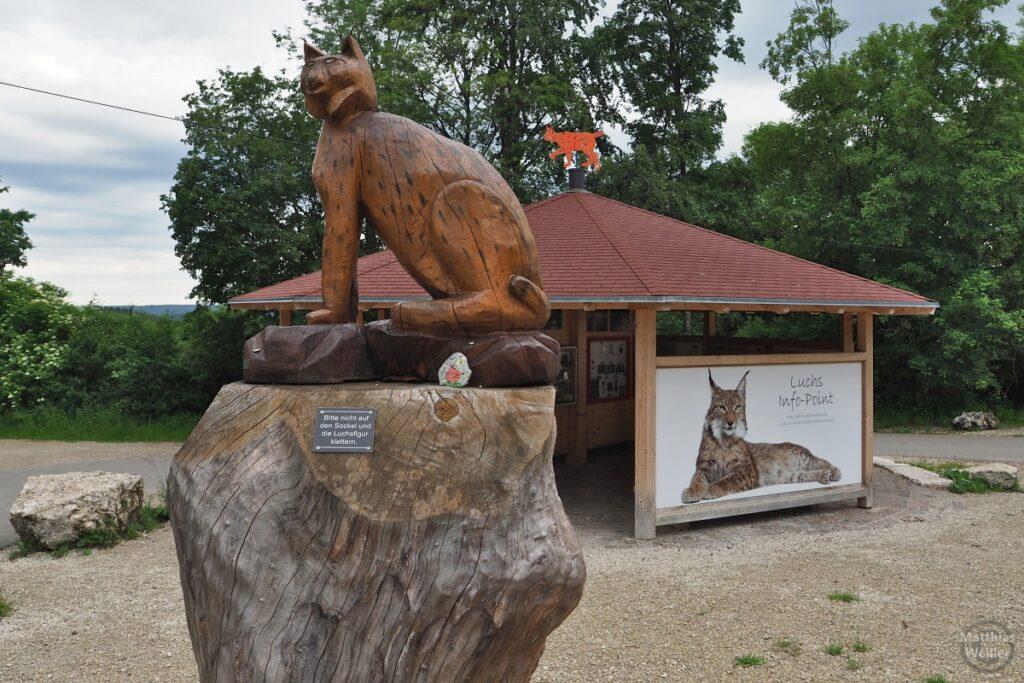"""Luchsskulptur aus Holz mit Hütte """"Luchs Info-Point"""""""