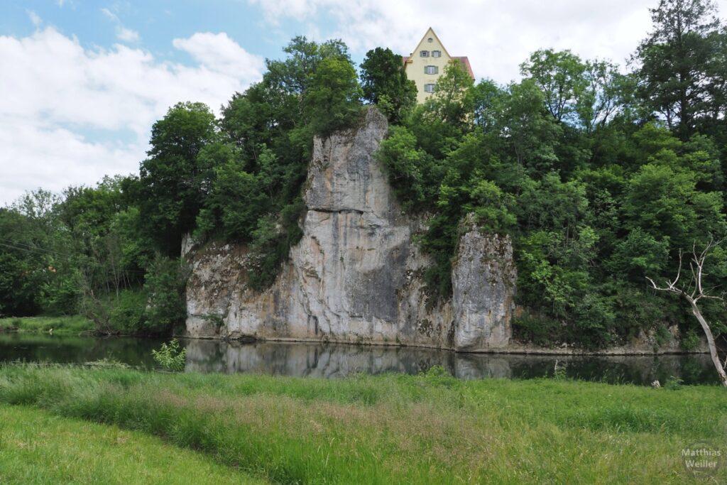 Schloss Gutenstein auf Fels über Donau