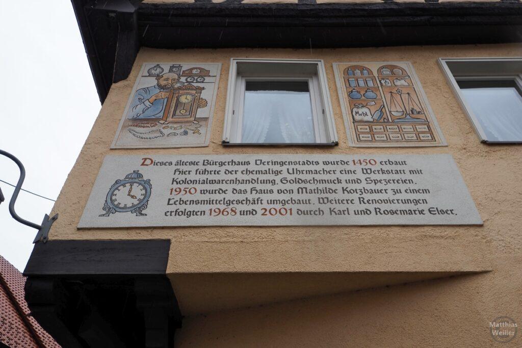Fassadenfresko Uhrmacher/Kolonialwaren und Infos ältestes Bürgerhaus Veringenstadts 1450