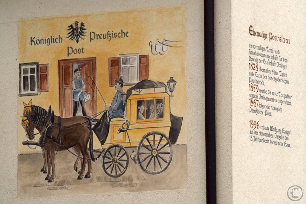 Fassadenfresko zur ehemaligen Posthalterei mit Kutsche Königlich Preußische Post