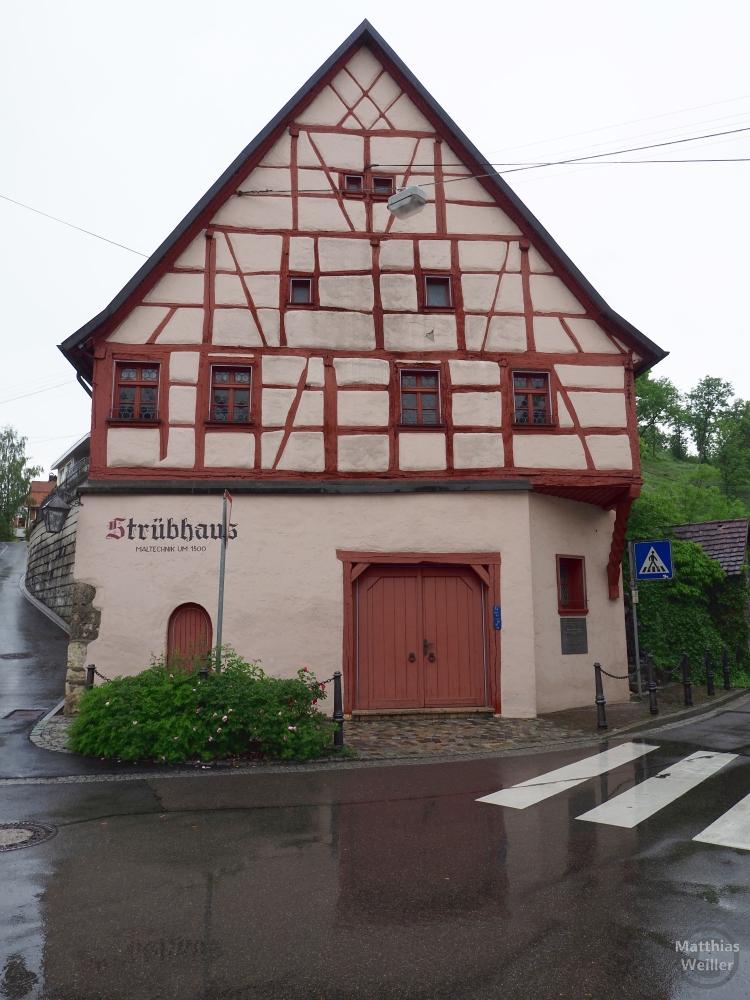 Strübhaus (Fachwerk mit rot-beigem Grundton/rotbraun