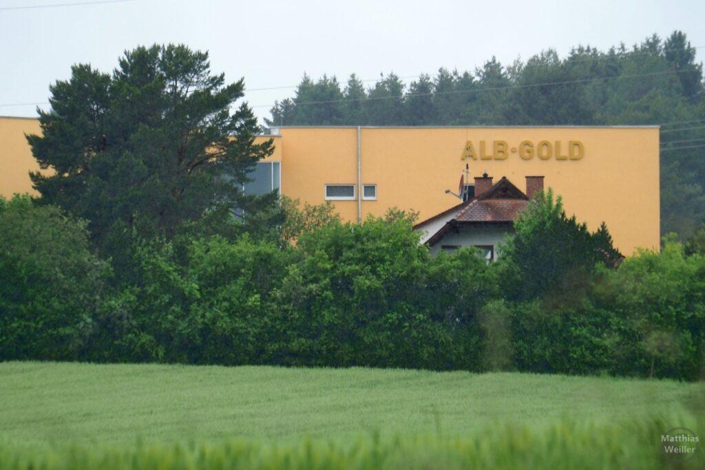 Alb-Gold-Fanrikanlage in Goldfarben