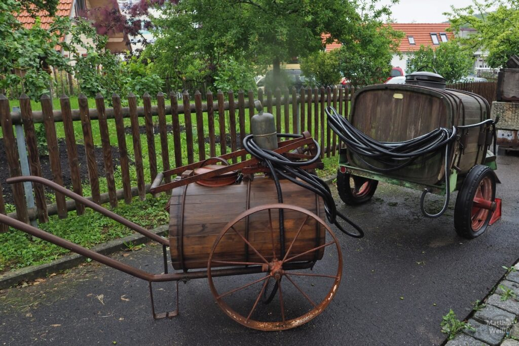 Fasswagen, historische Obstspritzen